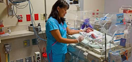 86_1NICU_unit_with_nurse