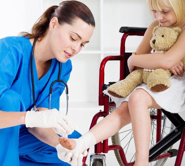 Why Become A Pediatric Nurse? - Nursing Crib